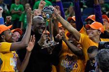 WNBA'de şampiyon Los Angeles Sparks