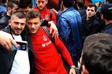 Trabzonspor meşalelerle uğurlandı