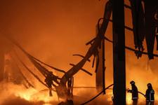 İstanbul'da büyük yangın dumanlar yükseliyor