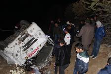 Manisa'da işçileri taşıyan minibüs şarampole devrildi