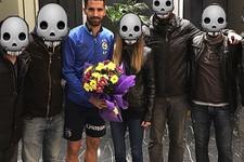 Fenerbahçe'yi ziyaret ettiler yüzlerini gizlediler
