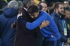 Fenerbahçeli futbolcu Şenol Güneş'in elini öptü