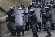 Çatışma çıktı polisler birbirini vurdu!