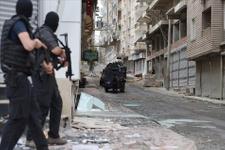 Diyarbakır'da canlı bomba operasyonu!