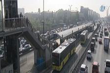 Metrobüs durağında bomba alarmı