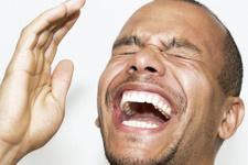Sebepsiz yere gülüyorsanız beyin tümörü olabilirsiniz!