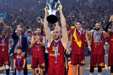 Galatasaray şampiyonluk tişörtleri bastırdı