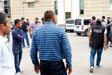 Terör suçundan tutuklanan oğluna tükürüp Ermeni Apo....