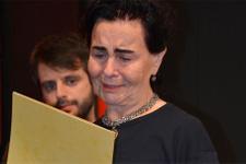 Fatma Girik sahnede gözyaşlarına boğuldu!