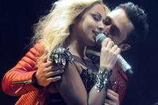 Murat, Hadise'yi öyle bir öptü ki... Aman Aslı görmesin!