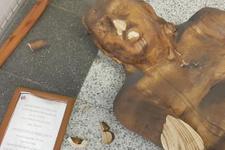 Müstehcen bulunan heykele saldırı anı görüntüleri!