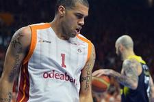 Galatasaray Odeabank derbide Fenerbahçe'yi devirdi
