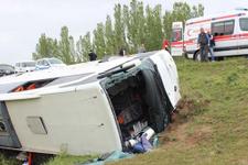 Yolcu otobüsü devrildi 60 yaralı!