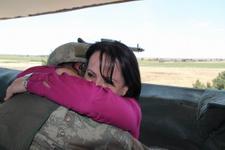 Sınırda nöbet tutan askere anne sürprizi! Gözyaşlarına boğuldu