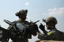 Türkiye, YPG armalı ABD askerlerindeki o silahları alıyor!