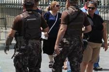 İstiklal'de silahlı kamuflajlı özel harekatçılar!