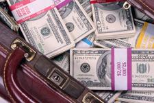 Çanta çanta dolar dağıttılar!
