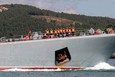 Rus savaş gemisi Boğaz'dan böyle geçti...