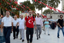 Darbeyi protesto için Ankara'ya yürüyor