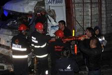 İşçileri taşıyan otobüs kaza yaptı: 1 ölü 29 yaralı!