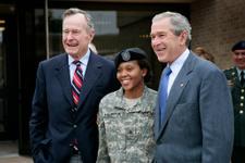 George Bush hastaneye kaldırıldı!