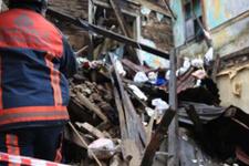 İstanbul'da bina çöktü sokak trafiğe kapatıldı