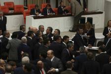 Meclis'te bu kez de erkekler kavga etti