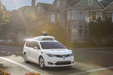 Google'ın 100 sürücüsüz otomobili hazır