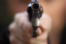 Antalya'da güvenlik görevlisi dehşet saçtı