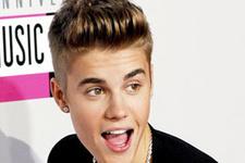 Justin Bieber yeni sevgilisiyle yakalandı!