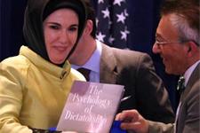 Emine Erdoğan'a ABD'de şok hediye!