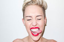 Miley Cyrus noeli yalnız kutlamadı
