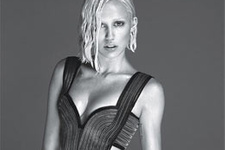 ŞOK! Miley Cyrus yine soyundu!