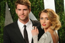 Ünlü oyuncu Miley Cyrus'u çoktan unuttu!