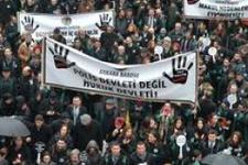 Avukatlar 'iç güvenlik paketi'ne karşı cübbeleriyle meclise yürüdü