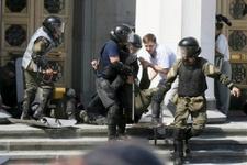 Parlamento binasında patlama yaralılar var