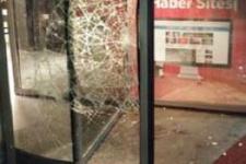 Hürriyet Gazetesi'ne taşlı sopalı saldırı