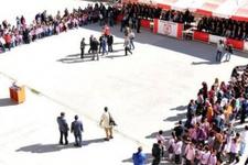 Sivas'ta skandal tören! Güneşte piştiler