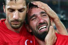 Arda Turan gözyaşlarını tutamadı
