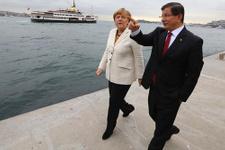 Angela Merkel'den Davutoğlu'na 'Atatürk' sorusu