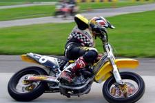 Motosikletçi aile 'şampiyon' yetiştiriyor