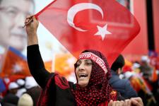 AK Parti İstanbul mitinginden renkli görüntüler