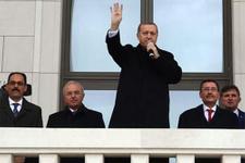 Cumhurbaşkanı Erdoğan, Saray'ın balkonundan halkı selamladı
