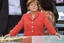 Merkel'den Türkiye'ye övgü AB'ye sert eleştiri