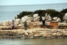 Kavga çıkınca mültecileri denize attılar