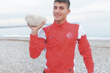 Polise taş atan gencin atletizm rekorları
