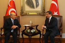 MHP Lideri Bahçeli, Davutoğlu'nu bakın nasıl karşıladı!
