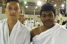 Mesut Özil'in Mekke fotoğrafındaki detay olay oldu