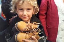Fenerbahçeli yengeler Cerabluslu çocuklara yardım etti