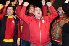 Galatasaray taraftarı Florya'yı bastı istifa istedi